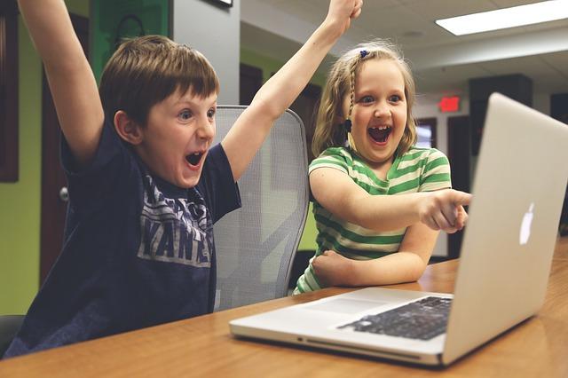 קורס ג'אווה סקריפט לילדים או קורס פייתון לילדים – מה ההבדלים?